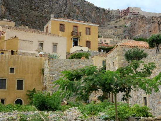 Moni Emvasis Luxury Suites: a cidade medieval