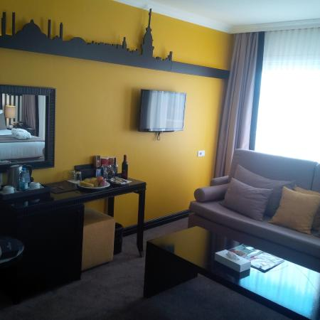Great cute cozy rooms of avantgarde taksim hotel picture for Cute hotel rooms