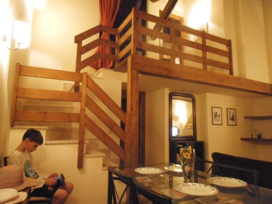 Casale di Tormaggiore: 2 levels complete with magazines and books to read