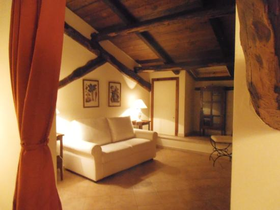 Casale di Tormaggiore: private upstairs area for reading relaxing