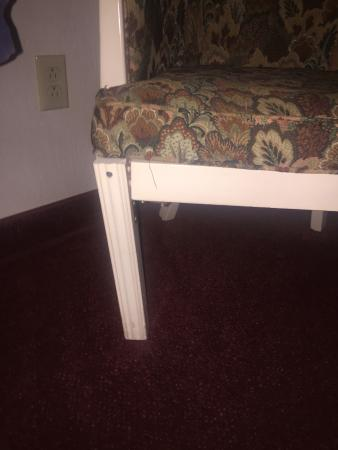 Meadow Court Inn : chair in room 308