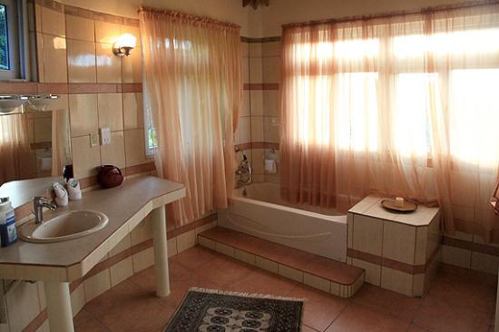 Marigot, Dominika: Bathroom