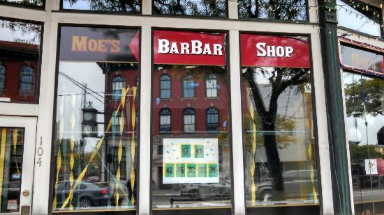 Moe's BarBar Shop