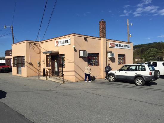 Schuylkill Haven, PA: Small building with nice size parking lot