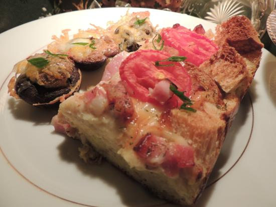 1868 Magnolia House Inn: Potato Poppers with Baked Tomato Ham Quiche