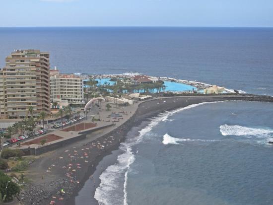 Restaurant Bellamar : The view down to the beach.