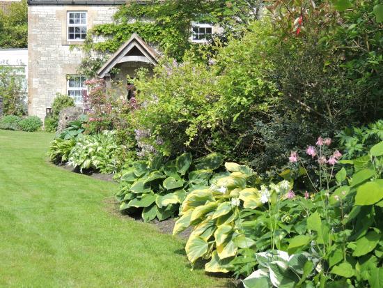 Farmborough, UK: School Cottages Bath - Garden