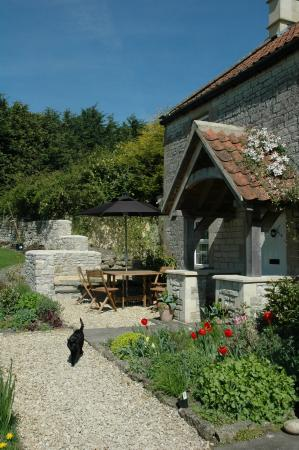 Farmborough, UK: Patio - School Cottages Self-catering Holiday Cottage