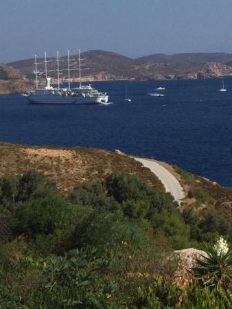 Eirini Luxury Hotel Villas : Big yachts and small