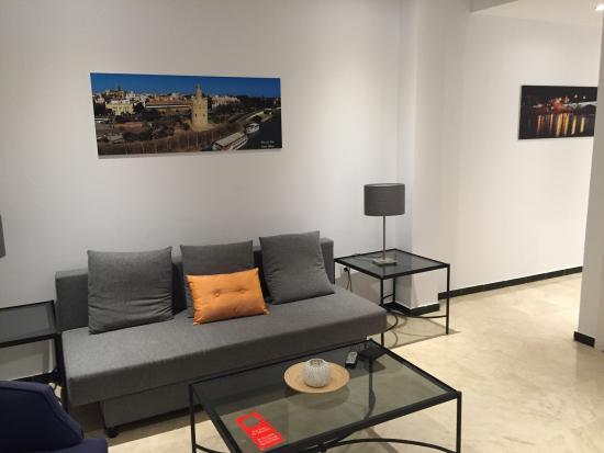 Patio de la Cartuja: Este es el aspecto del apartamento, el único parecido con lo que aparece en booking es el precio