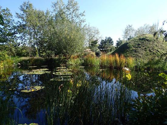 Chaumont-sur-Loire, Francja: Hualu, Ermitage sur Loire, jardin de Che Bing Chiu, Parc du Goualoup