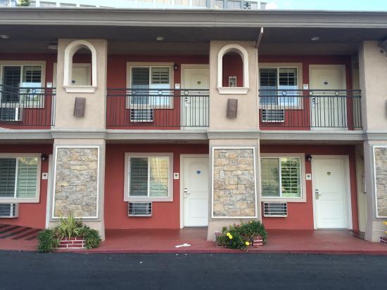 Сан-Матео, Калифорния: Eher einfach gehaltenes Motel, aber recht sauber. Zwei von fünf Punkten.
