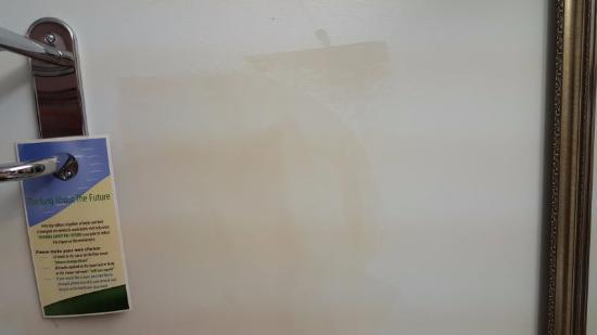 Econo Lodge: Needs paint