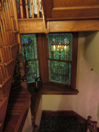 Pine Bush House Bed & Breakfast: Stained glass on your way up to your delightful room