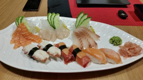 Foto de restaurante japones umai benidorm sashimi salm n for Restaurante japones alicante