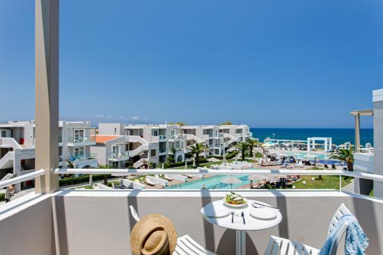 Santa Helena Beach Resort: pool-seaview