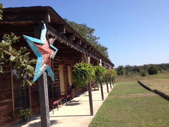 Ledbetter, TX : Exterior Charm