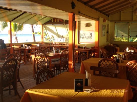 Coconut Beach : Dining room.