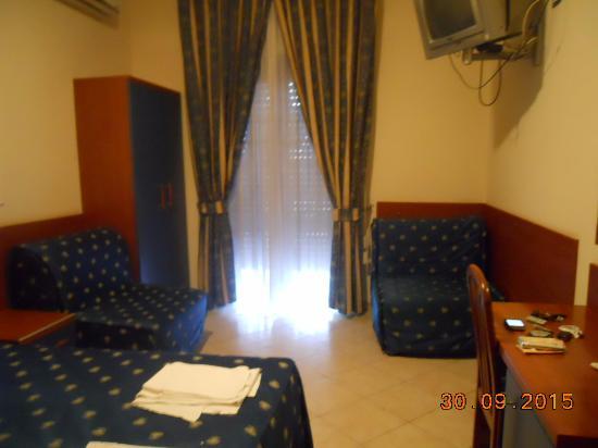 Hotel 4 Pini: Stanza ampia
