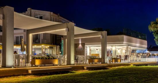 Santa Helena Beach Resort: entrance