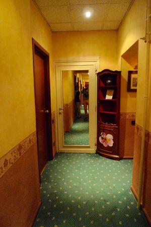 Hotel Albergo Regina: Corridor on second floor