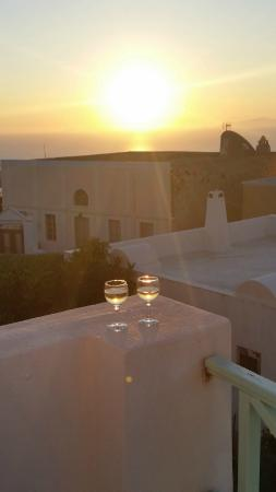 The Museum Spa Wellness Santorini Hotel : Sunset from hotel