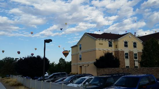 Staybridge Suites Albuquerque North: So close to the Balloon Fiesta Park that THIS IS THE VIEW FROM THE HOTEL!!! Super wonderful view