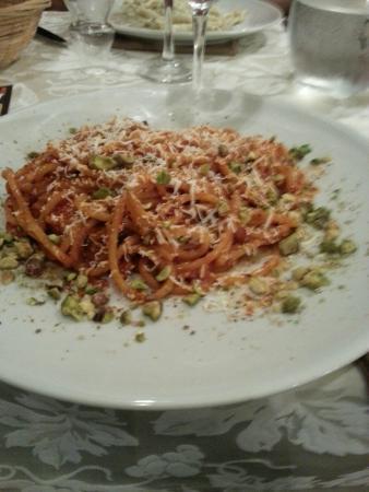 L'Arancia Blu : Spaghetti al pesto rosso
