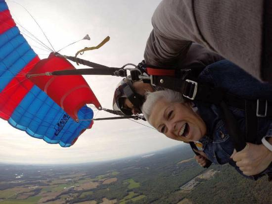 Saratoga Skydiving Adventures: Enjoying the Ride