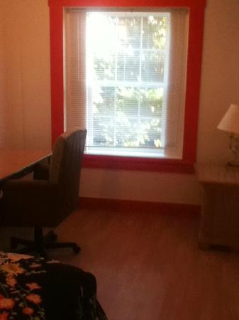 Petersburg, Virginia Occidental: Spacious, comfortable bedroom in our one bedroom suite