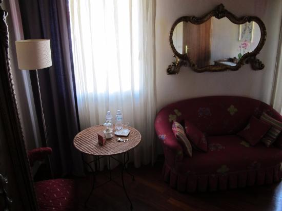 https://media-cdn.tripadvisor.com/media/photo-s/09/20/8a/af/b-b-portico-rosso-vicenza.jpg