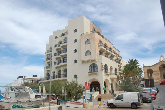 Gillieru Harbour Hotel: View of hotel
