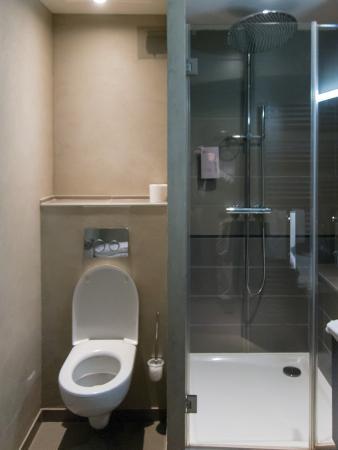La Montagne de Brancion: Bathroom
