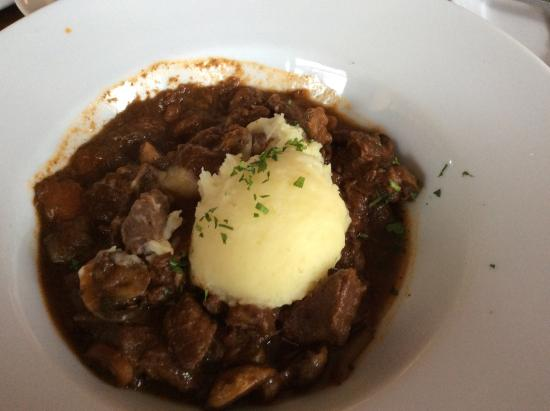 Curry, Irlanda: Steak and mushroom casserole with mashed potato