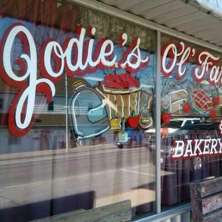 Chester, IL: Ol' Farmhouse Cafe-Bakery