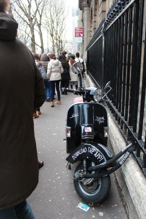 Paris, Frankreich: Line-up outside the Palais de Justices