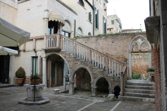 Ten minute walk to san marco pier picture of palazzo - Hotel della porta ...