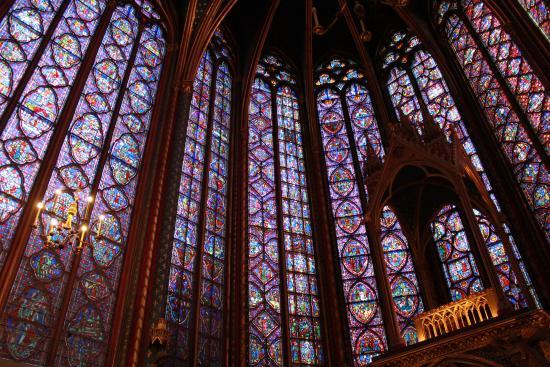 Paris, Frankreich: Windows stretch on forever