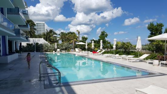 Churchill Suites Monte Carlo Miami Beach Pool Beim Hotel