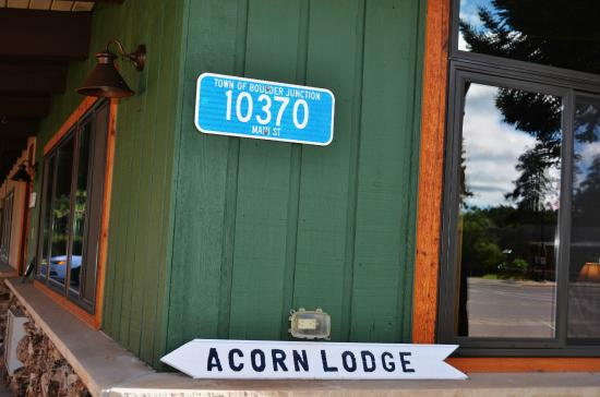 Acorn Lodge: Front of Hotel