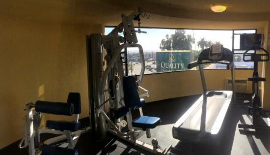 Quality Inn Suites Hermosa Beach Fitness Room Small With A Nice View