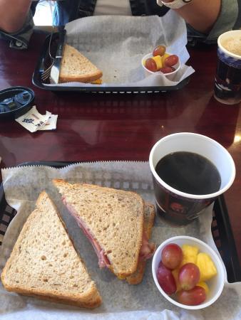 Es war ein gutes,einfaches Sandwisch ,aber lecker .Der Kaffee war gut!