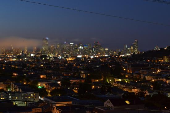 Bernalview B&B: nighttime view