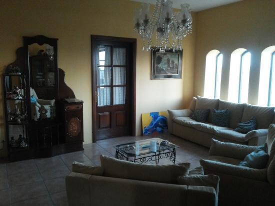 Soggiorno all\'ingresso - Picture of Valley View Villa Retreat, Mdina ...