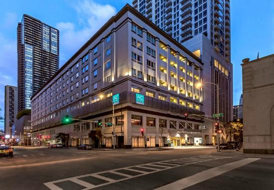 Great location review of ac hotel chicago downtown for Suites in chicago