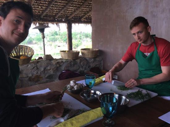Organic Farm Tour at Huerta Los Tamarindos: Prepping ingredients