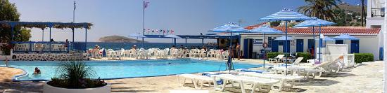 Panormos, Greece: POOL AND BAR
