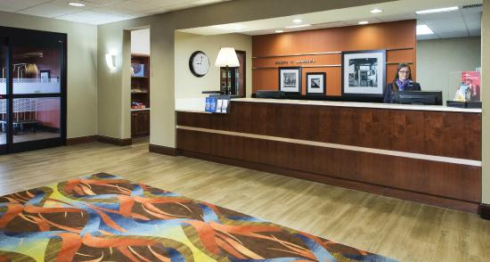 Hampton Inn & Suites Pensacola I-10 North at University Town Plaza: Front Desk