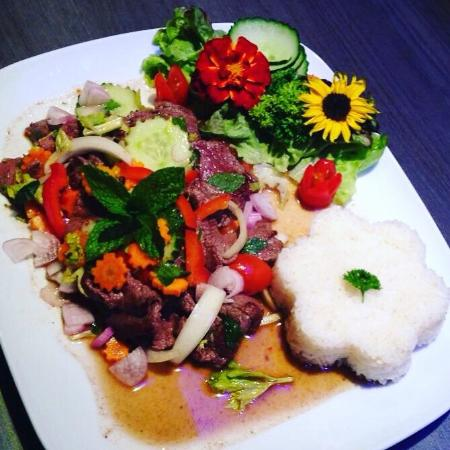 Les Herbes thai place & food