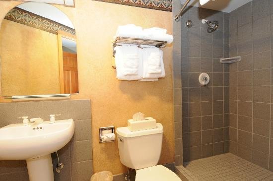 Shoshone Condominium at Big Sky Resort: Shoshone Condo bathroom